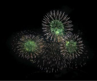 Feuerwerk Sonnenwendfeuer